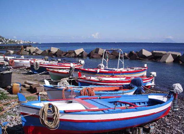 Salina, Lingua - barche a riva.