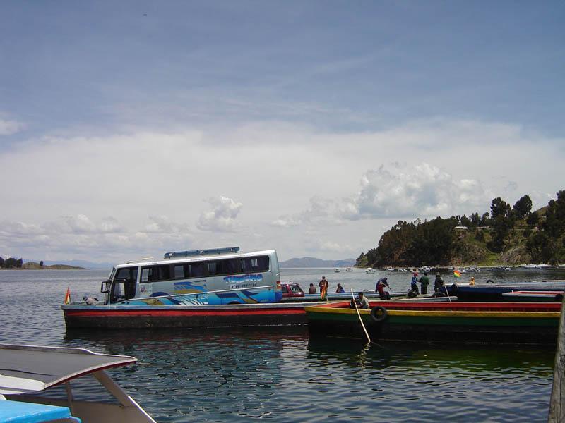 Bolivia, lago Titicaca, traghetto.