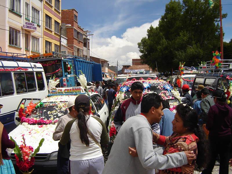 Bolivia, Copacabana, la benedizione delle auto.