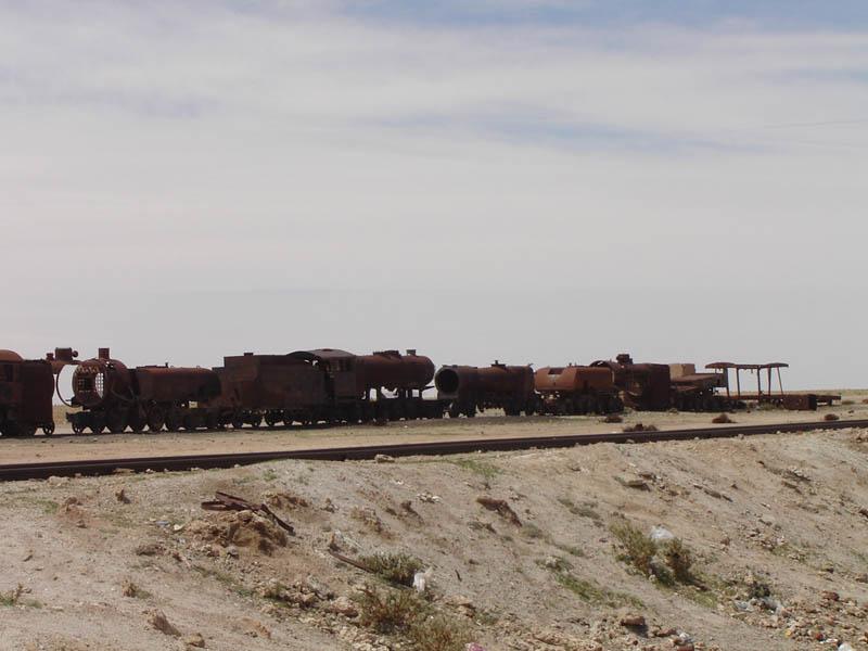 Bolivia, Uyuni, il deposito delle vecchie locomotive.
