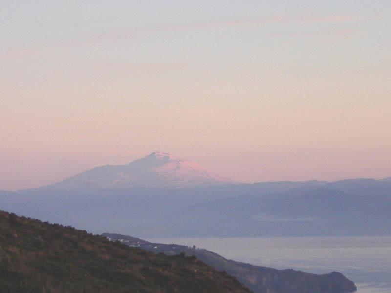 L'Etna visto dalle Eolie.