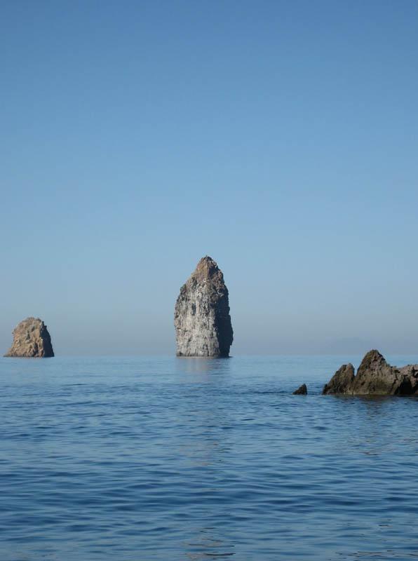 Isole Eolie, i Faraglioni di Lipari.