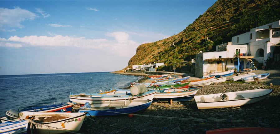 Barche sulla riva di Pecorini.