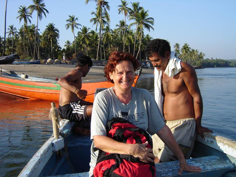 India, in barca sul fiume.