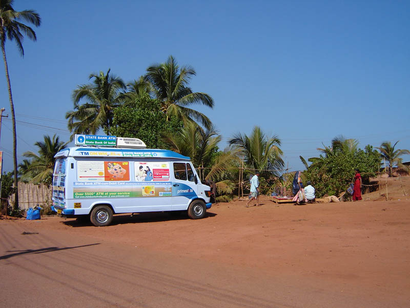 India, Goa - Bancomat ambulante.