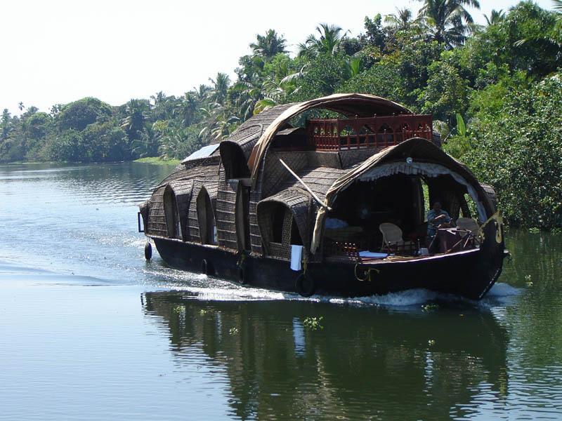 India, Kerala - Barca Kettuvallam in navigazione.