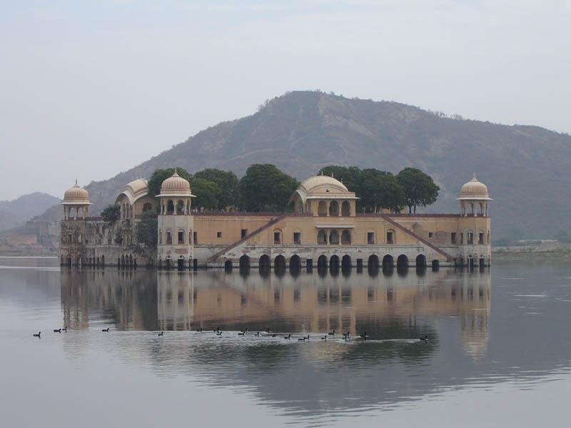 Dintorni di Jaipur, il Palazzo sul lago.