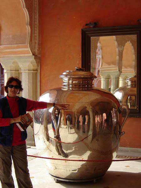 Jaipur, City Palace - una delle grandi Anfore d'argento.