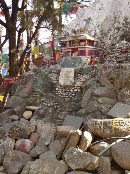 Nepal, preghiere scolpite.