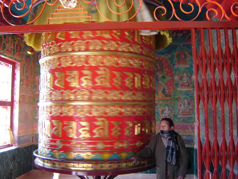 Nepal, Kathmandu, un grande Cilindro della Preghiera.