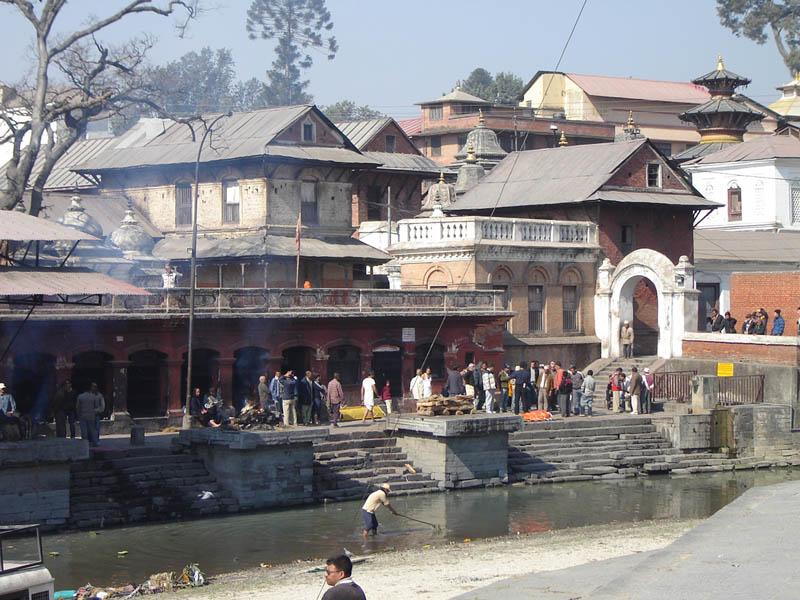 Nepal, Tempio Indhu Pashupatinath, Are crematorie sul fiume sacro Bagmati.