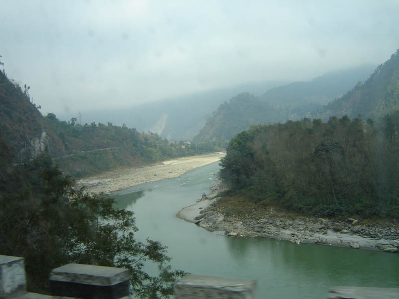 Nepal, lungo il fiume Seti verso Pokhara.