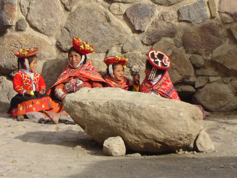 Perù, Modelle Folk in posa