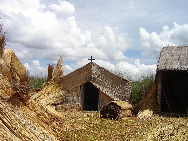 Islas Flotantes, la Chiesa