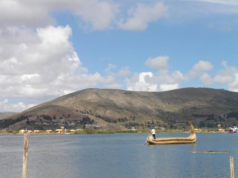 Titicaca, le tipiche barche di canne totora
