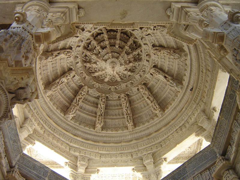 Ranakpur, la cupula del tempio.