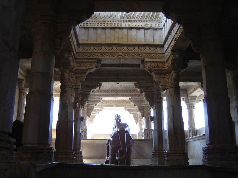 Ranakpur, interno del tempio Jain.