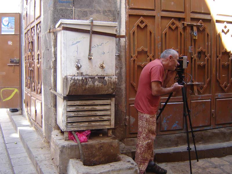Sanaa, fotografo nel Suk