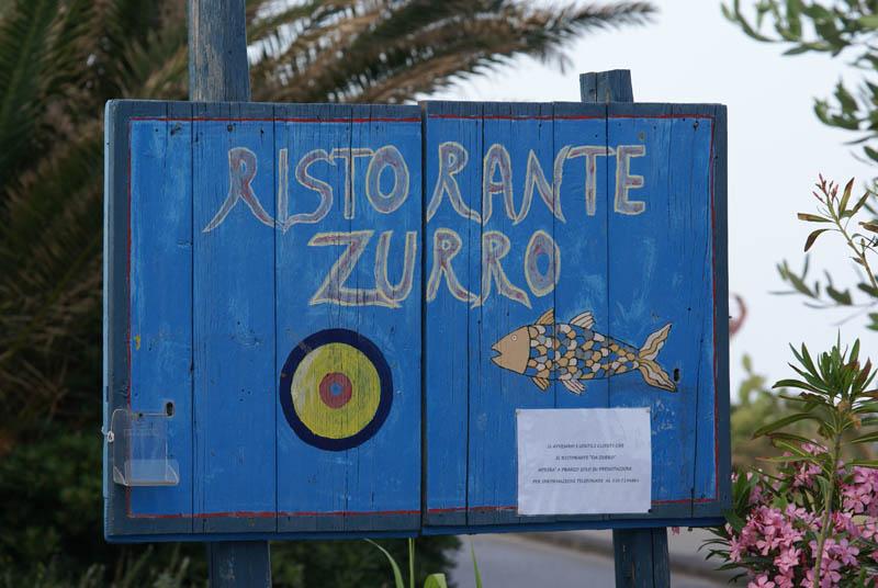 Stromboli, insegna del ristorante Zurro