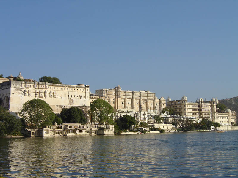Udaipur, il City Palace sul lago Pichola.