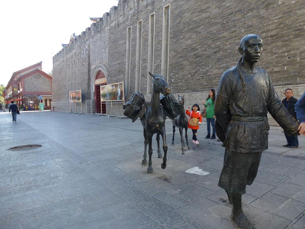 Yunnan, Kunming sculture per strada
